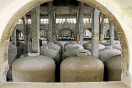 Die seit Jahrzehnten verrammelte und leerstehend Wein-Kooperative Sindicat in Felanitx.