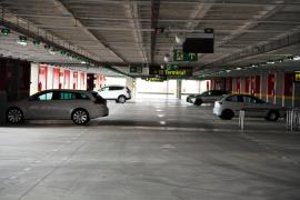 Geparkt und nie mehr abgeholt: Flughafen lässt Autos beseitigen