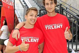 Zwei Mitarbeiter des Fernsehsenders RTL nahmen die Anmeldungen der Mallorca-Kandidaten entgegen