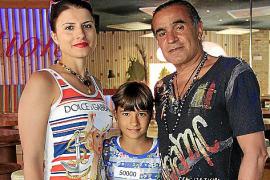 Die achtjährige Chiara Canu kam mit ihren Eltern Galyna Chyzh und Enrico Canu aus München nach Mallorca