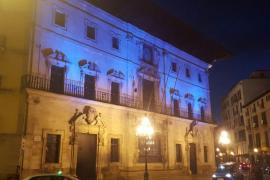 Palmas Rathaus erstrahlt ganz in Türkisblau