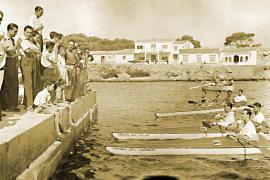 In diesen Kanus ruderten die Studenten 1950 von Palma de Mallorca nach Rom.