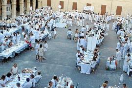 Hunderte genossen das weiße Zauber-Dinner in Palma
