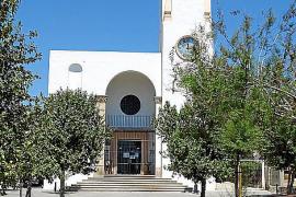 Deutsche evangelische Gottesdienste in der weißen Strandkirche