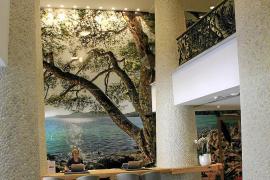 Die Lobby des Fünf-Sterne-Hotels Pure Salt Garonda an der Playa de Palma, Höhe Balneario 8.