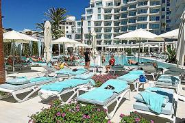Das Iberostar Playa de Palma besitzt zwei Pools: Einen auf dem Dach und einen im Gartenbereich (Foto).