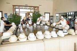 Einen Hauch von Kuba wollten die Gastgeber mit diesen Hüten verbreiten.