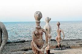 Ausstellung mit drallen Damen in Can Picafort