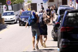 Parkplatzprobleme am Strand von Es Trenc auf Mallorca.