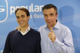 Alvaro Gijón (links) bei der Bekanntgabe seiner letztlich verhinderten Parlamentskandidatur.