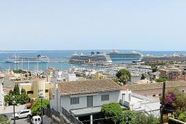 Vier Riesenkreuzer: Am Montag bot sich dieses Bild im Hafen von Palma