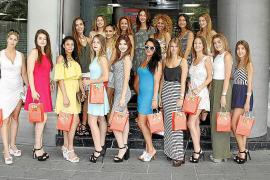 Die Misses statteten am Dienstagmorgen der Die Misses posierten vor dem Verlagshaus der MM-Schwesterzeitung Ultima Hora.