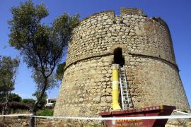 Der Turm gehört zu den besonders großen Exemplaren seiner Art auf der Insel.