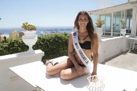 Bei einer Größe von 1,67 Metern, wiegt die Miss Turismo Illes Balears 49 Kilos.
