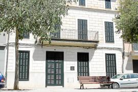 Die Fassaden der überwiegend alten Häuser sollen am Paseo de Na Camel·la in Manacor im Osten von Mallorca als Vorbilder für neue