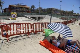 An der Playa de Palma wird ein Kanalrohr gereinigt