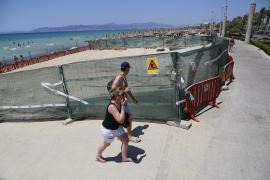 Viele Urlauber wundern sich, was dort im Hochsommer am Strand gearbeitet wird