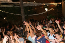 Verfolgungsjagd auf mallorquinischem Dorffest