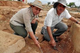 Sie leiten die Ausgrabungen: Esther Chávez Álvarez (Universität La Laguna) und Miguel Ángel Cau (ICREA sowie Universtiät Barcelo
