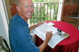 Cartoonist bei der Arbeit: Wahl-Mallorquiner George Riemann in seiner Wohnung in Palma.