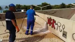 Palma reinigt Stadtmauern von Schmierereien