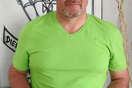 Buchautor Mefa Dämgen mit Marks' Pass.