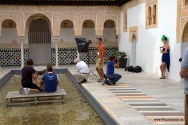 Modeaufnahmen an den Wasserspielen der imitierten Alhambra-Gärten.