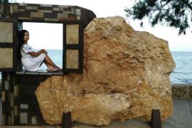 Viele Spaziergänger nutzten die kunstvollen Gebilde in unmittelbarer Wassernähe für ausgefallene Fotomotive.