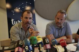 Tourismusminister Biel Barceló (links) und Pere Muñoz, Chef der balearischen Tourismusagentur ATB, stellen den neuen Tourismuspr