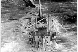 Journalist taucht nach Schiffswrack