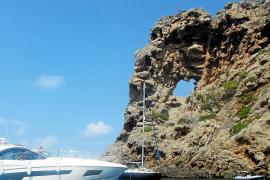 Ein Ausflug zum Felsen mit Loch