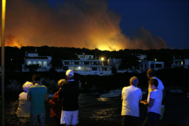 600 Menschen wegen Waldbrands evakuiert