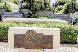Eine bronzene Gedenktafel auf dem Friedhof von Palma, gestiftet von der neuseeländischen Regierung, erinnert an die in einem Mas