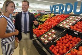 Alexandre Pagès führte Maria Isabel Bauzá durch den neuen Supermarkt.