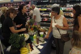 Den Kunden wurden am ersten Tag viele Aldi-Produkte zum Probieren angeboten.
