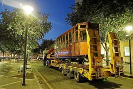 Um Verkehrsbehinderungen zu vermeiden, wurde der Waggon erst am Sonntagmorgen zum Kulturzentrum überführt.