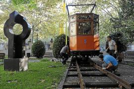 Das historische Exponatstück wurde schon am Freitag von Son Sardina über die Gleise der Sollér-Bahn nach Palma transportiert.