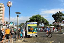 Großer Bahnhof: Eine mit Solarenergie betriebene Bimmelbahn ist eine beliebte Touristen-Attraktion in Sa Coma.