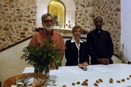 Hielten gemeinsam den Gottesdienst: Priester Bartomeu Lluis Barceló, Pfarrerin Heike Stijohann und Priester Arbogast Lekule (von