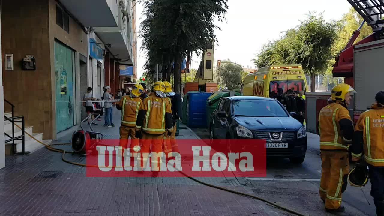 Feuerwehr in Palma evakuiert brennendes Gebäude