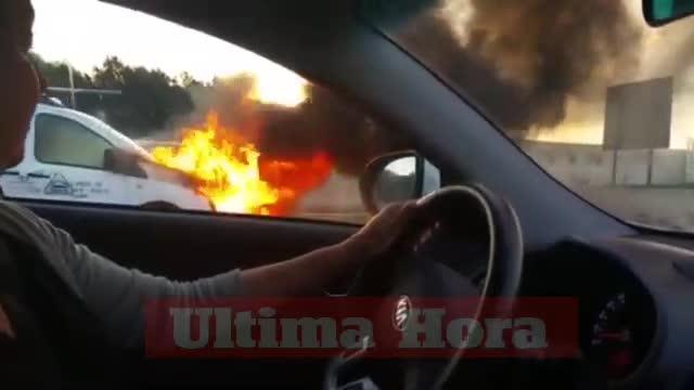 Lieferwagen brennt auf Autobahn Inca-Palma aus