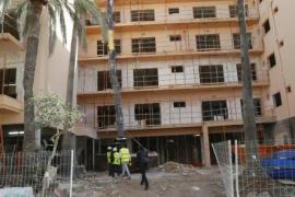 Bauarbeiter stürzt aus acht Metern Höhe in die Tiefe