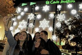 """Der """"El Corte Inglés"""" in Palma de Mallorca hat seine eigene Weihnachtsbeleuchtung."""