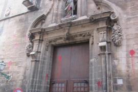 Farbattacke auf Kirche, in der auch Deutsche beten