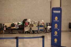 Rumänische Familie lebt auf Mallorca am Flughafen