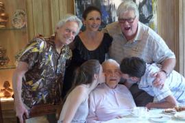 Vorfreude auf den Geburtstag: Schon vor ein paar Wochen postete Catherine Zeta-Jones dieses Douglas-Familienfoto in sozialen Net