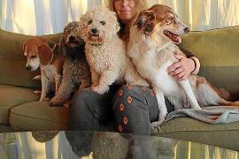 Birgit Wahle arbeitet seit mehr als 20 Jahren als Tierpflegerin, Filmtiertrainerin und Tierphysiotherapeutin. Seit vier Jahren w