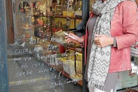 Poesie schmückt Santanyís Schaufenster