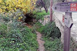 Der Wanderweg ist Teil der Trockensteinroute GR-221.