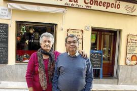Ein Bäcker geht nach 55 Jahren in Rente